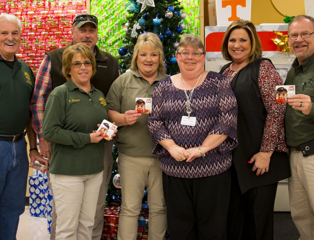 Food City donates $1,000 of food to S.C.A.N Program